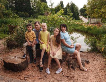 Семейная фотосессия в Пражском ботаническом саду Троя