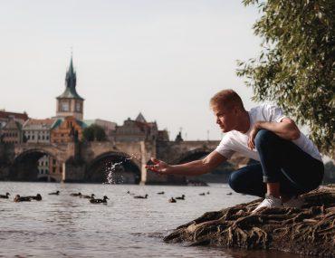 Мужская фотосессия в Праге на Карловом мосту
