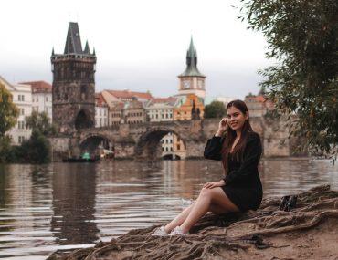 Женская фотосессия в Праге на Карловом мосту