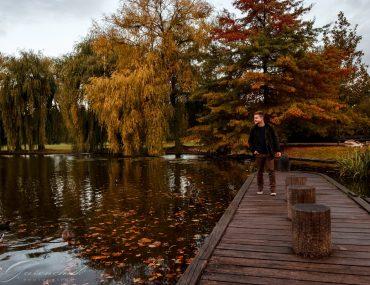 Мужская осенняя фотосессия в Праге в парке Стромовка
