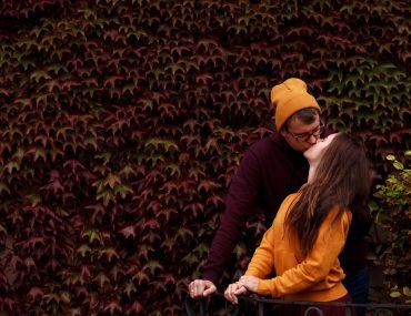 Осенняя фотосессия пары в Праге в Вртбовском саду